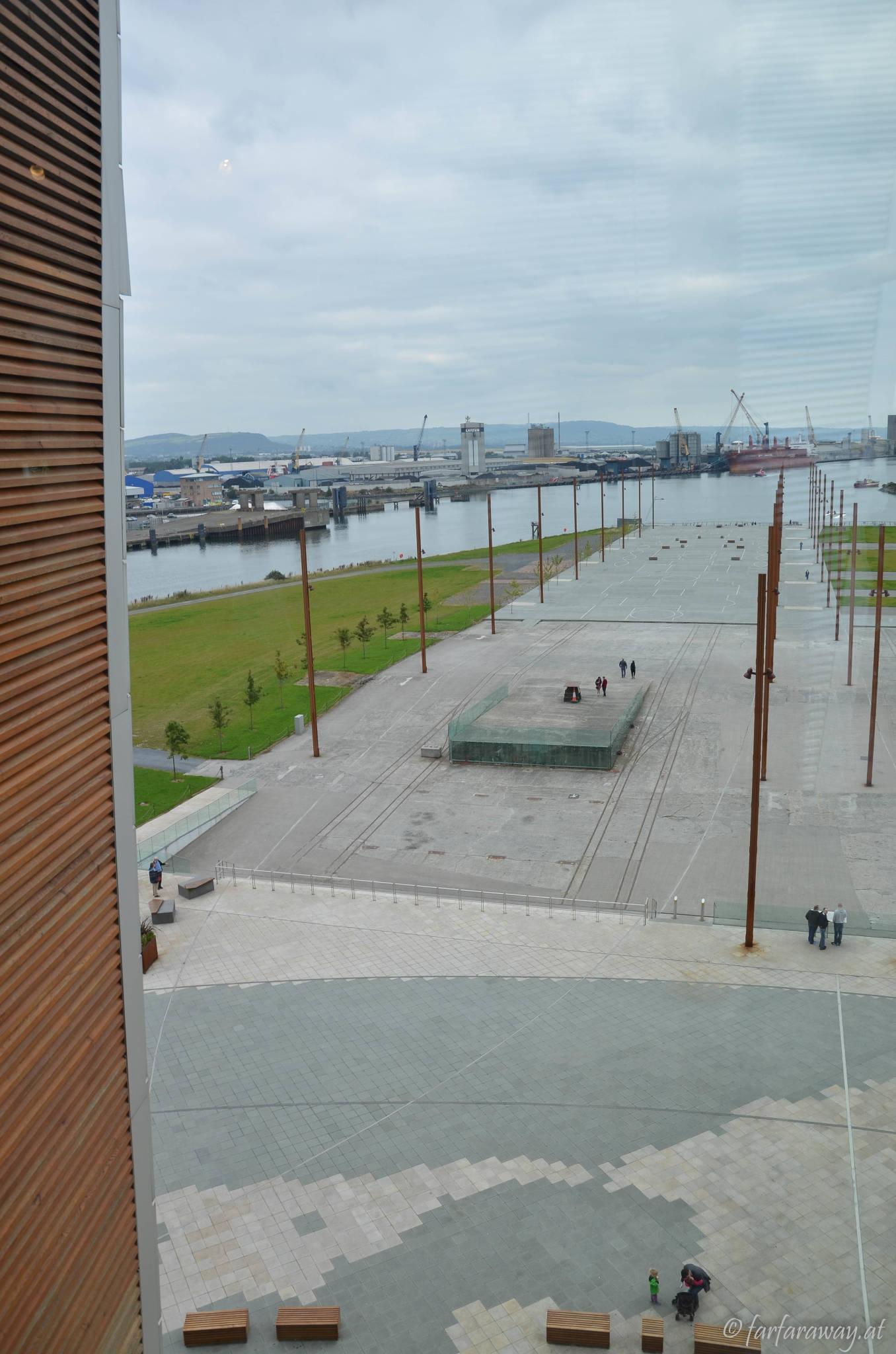 Blick vom Titanic-Museum. Hier wurde das Schiff ins Wasser gelassen.