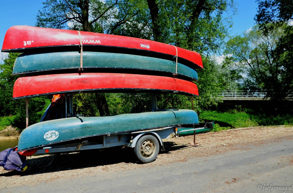 Die Kanus stehen schon bereit