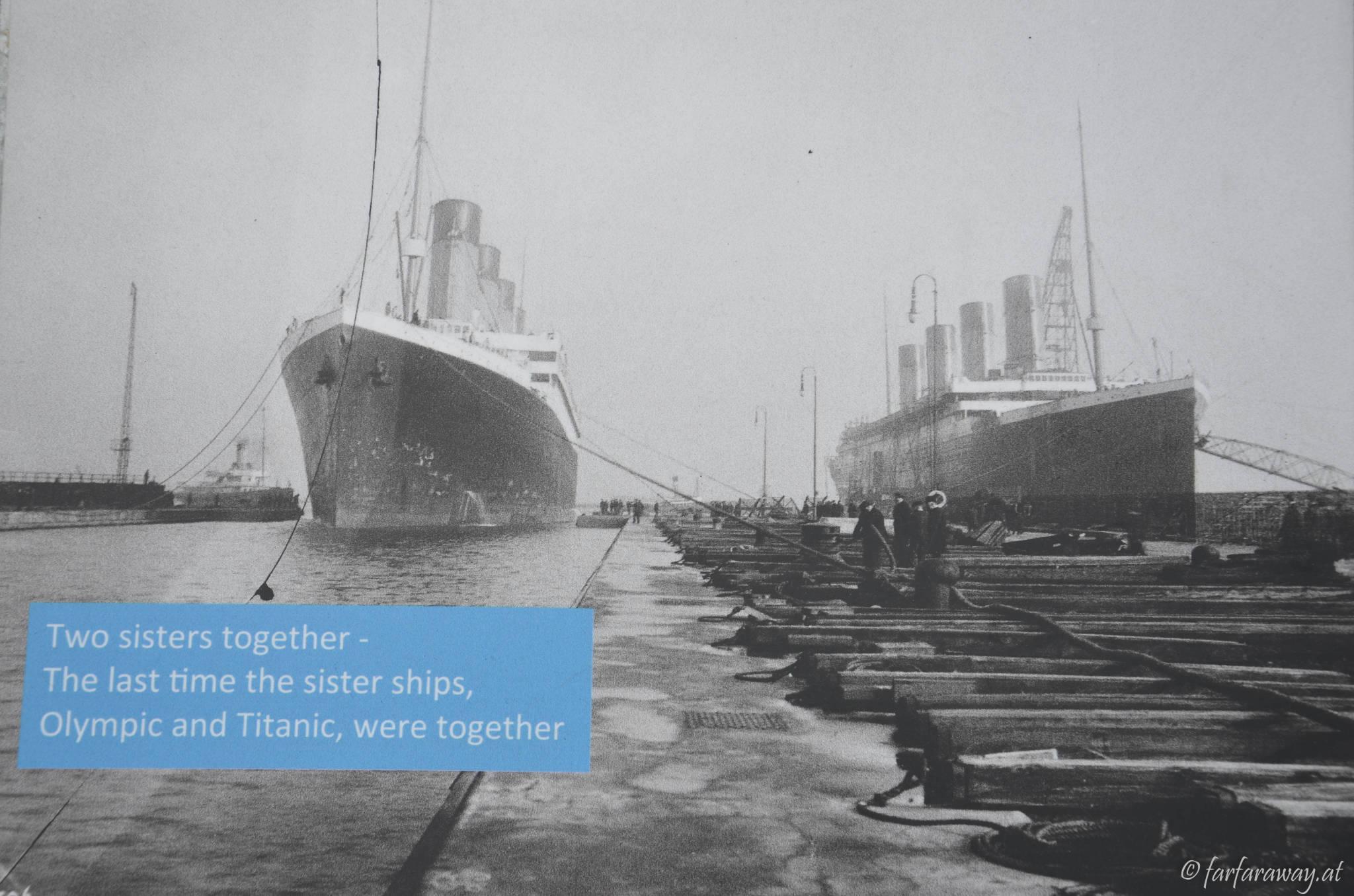 Eine der Infotafeln am Titanic Dock, die Titanic und die Olympic