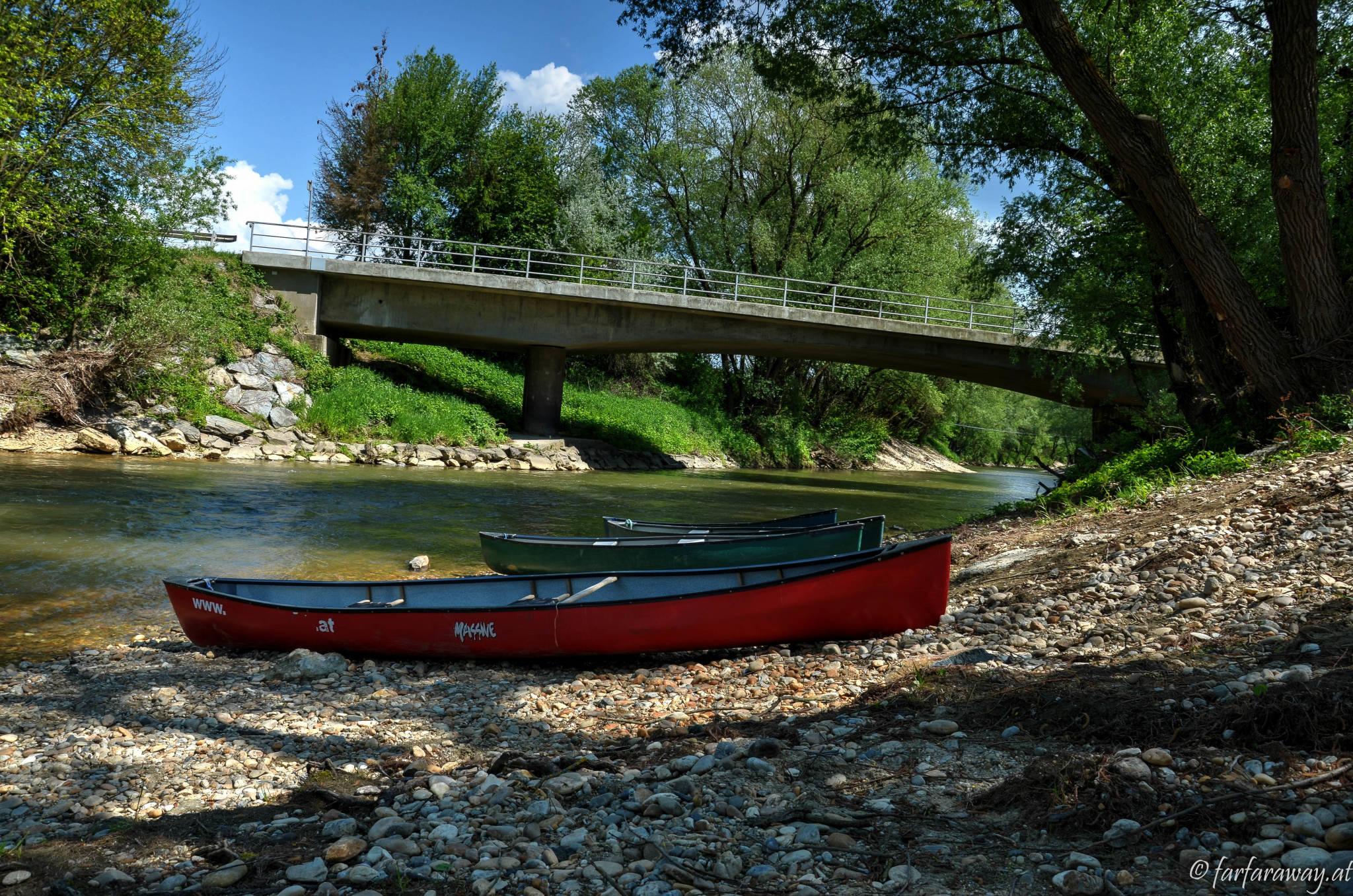 Kanus an der Raab