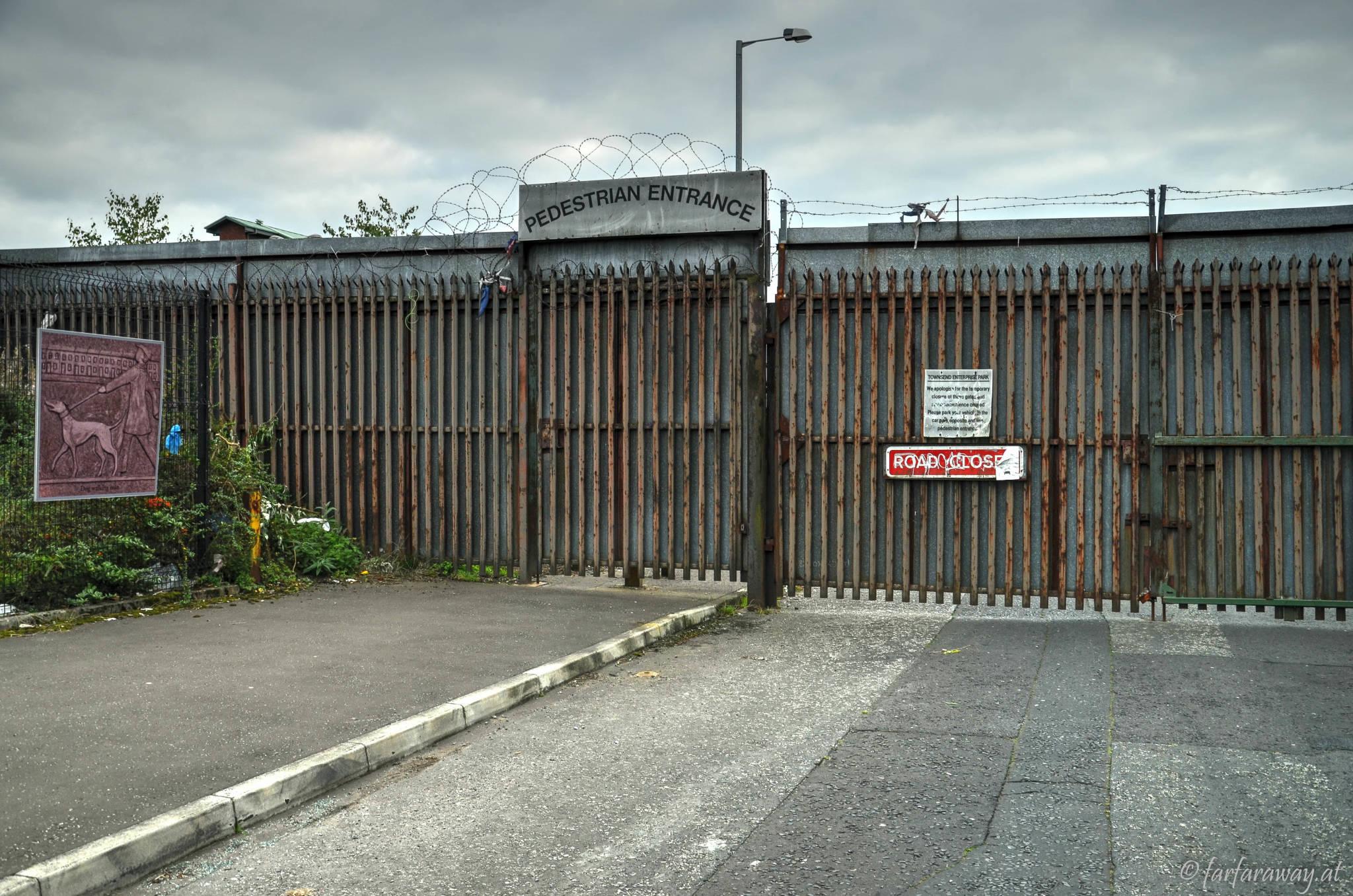 Tore und Stacheldraht in Belfast