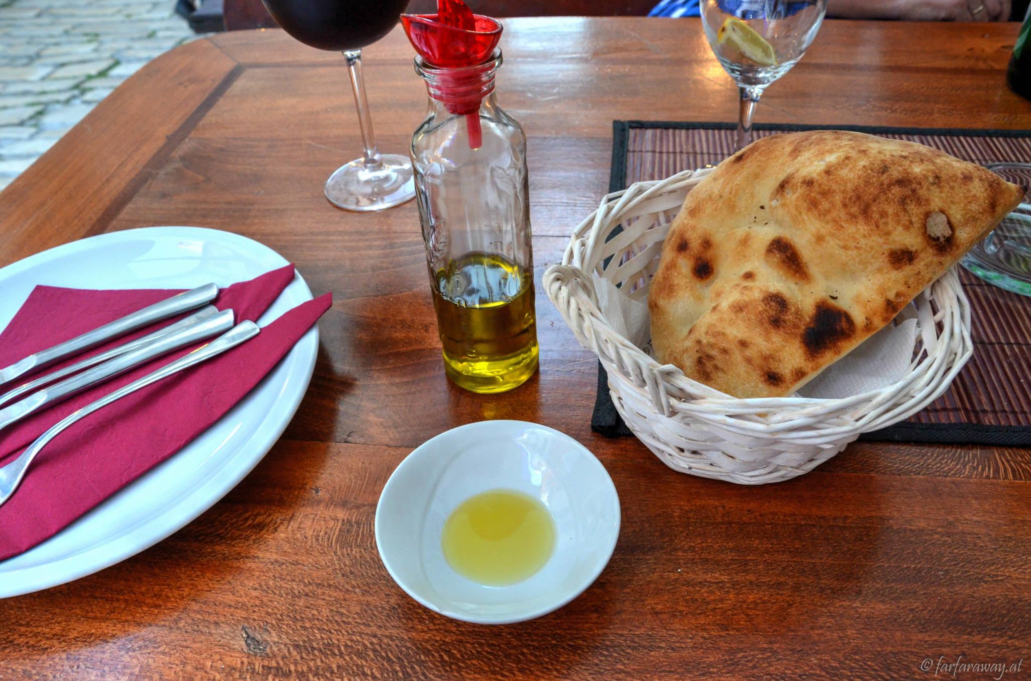 Brot und Olivenöl