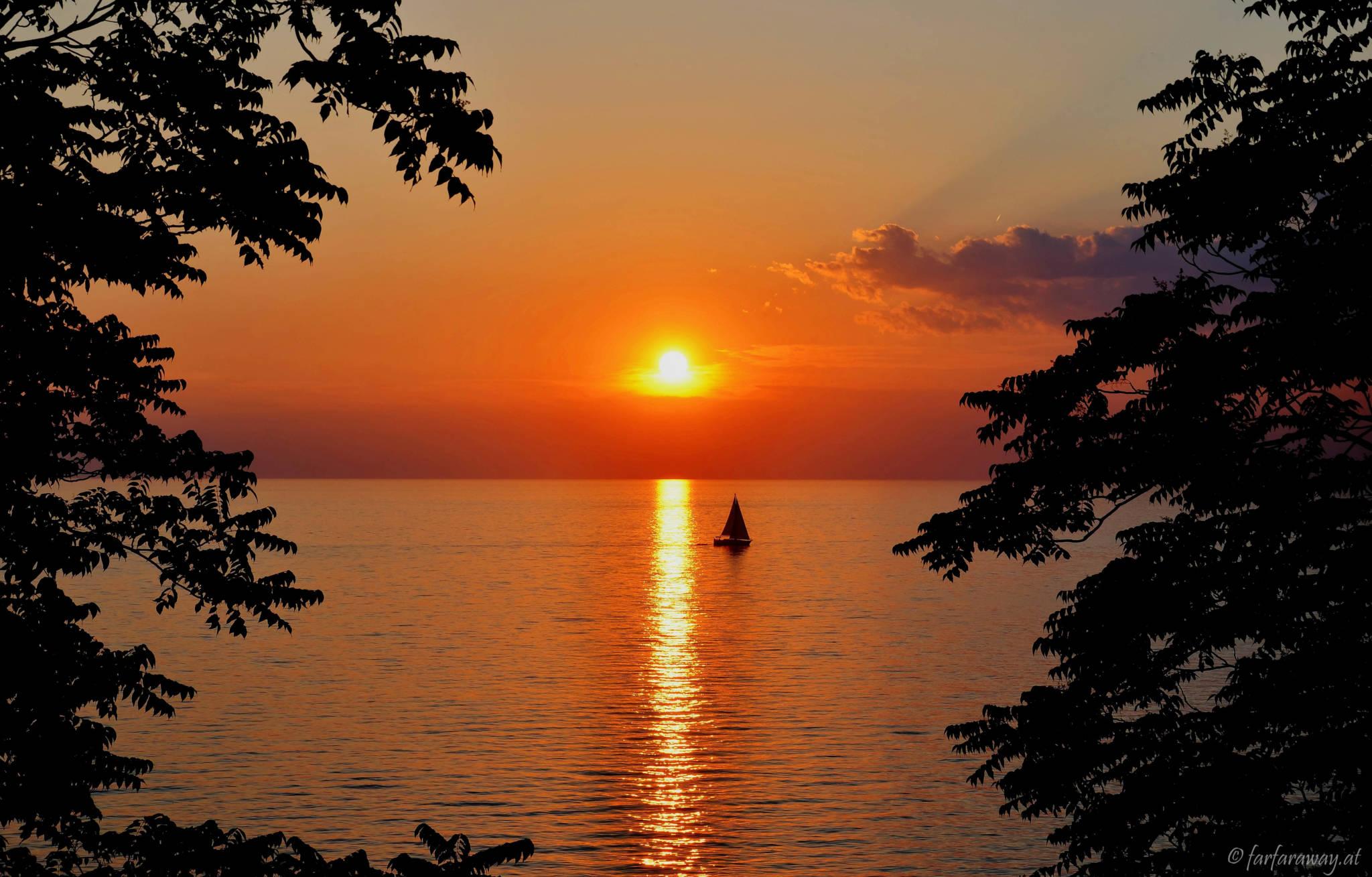 In den Sonnenuntergang Segeln Rovinj